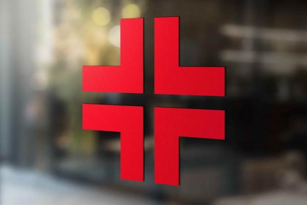 Adesivo croce rossa, pronto soccorso ed infermerie applicato su vetrina
