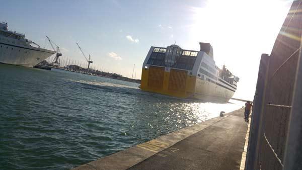 Il traghetto per la Sardegna