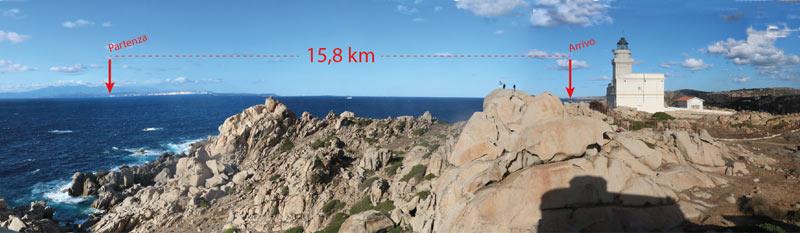 Le coste della Corsica in lontananza