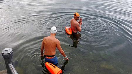 Davide Belletti e Diego Zanotti si apprestano a partire per la maratona di nuoto